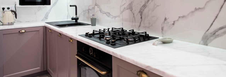 Limpando o fogão, fornos, trempes e grelhas.